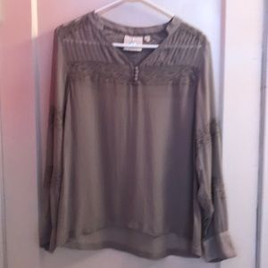 NWOT One Fine Day blouse, rayon. Size S.